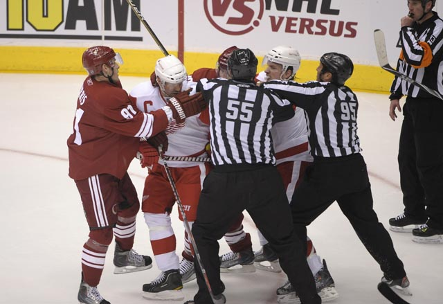 Red Wings 4, Coyotes 2  in Game 3 of playoffs