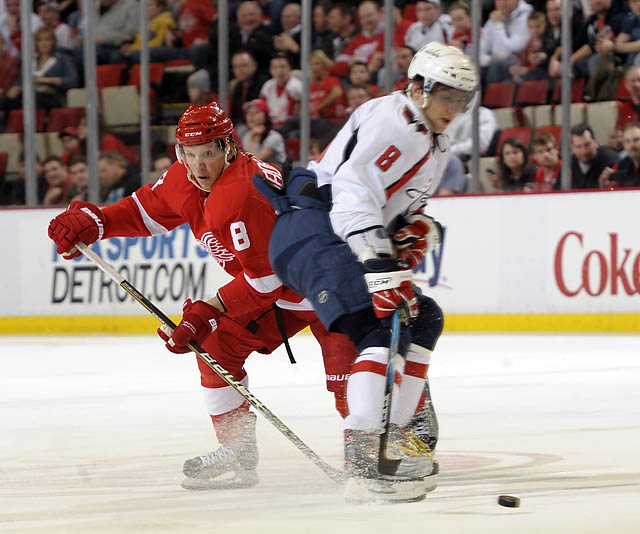 Wings hold on to defeat Capitals 3-2