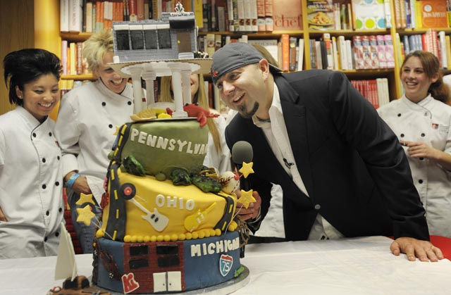 'Ace of Cakes' Duff Goldman charms fans in Ann Arbor