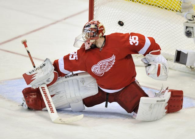 Sharks 4, Red Wings 3 in Game 3  OT battle