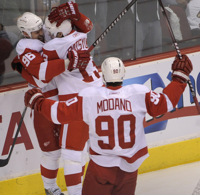 Red Wings 6,  Coyotes 3  in crucial Game 4