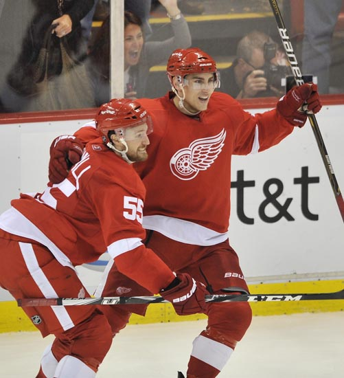 Red Wings defeat  Sharks 3-1 in Game 6