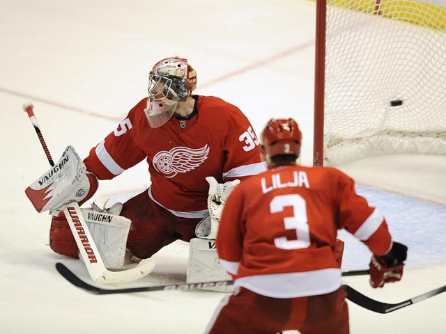 Red Wings kick back with 7-1 defeat of Sharks in Game 4