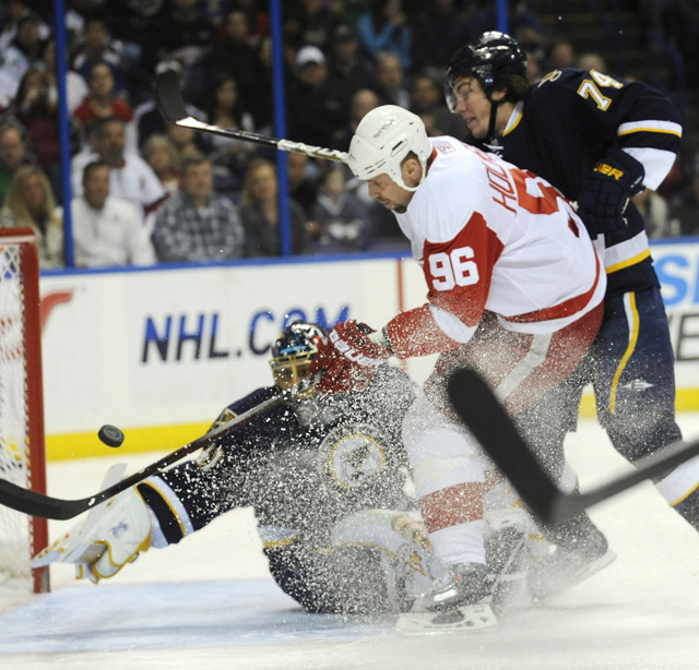 Red Wings 5, Blues 3