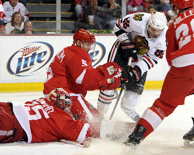 Redwings dominated by the Blackhawks 4-2