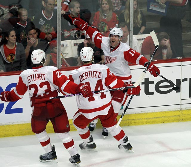 Red Wings 4, Blackhawks3