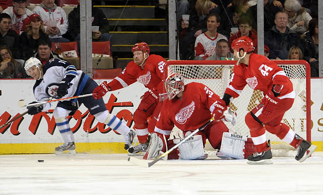 Red Wings punish the Jets 7-1