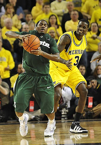 kalin lucas dunk. msu#39;s Kalin Lucas goes down in