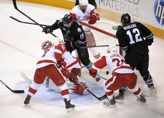 Sharks beat  Red Wings 3-2  in Game 7
