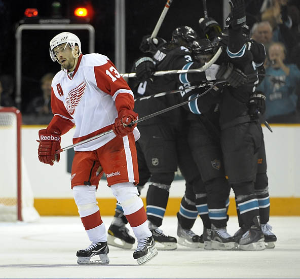 Red Wings fall to the Sharks 2-1